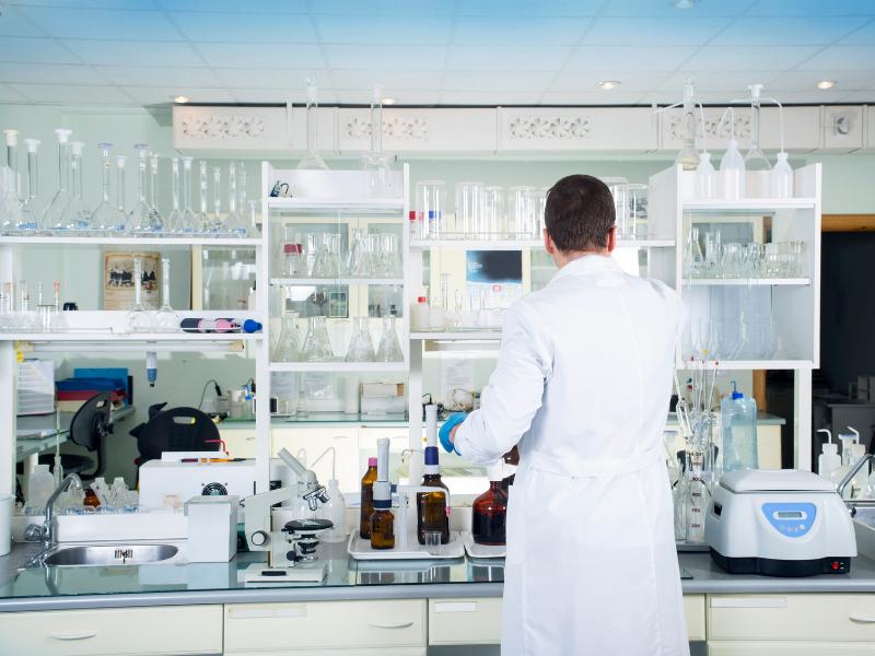 Comment gérer au mieux ses stocks et achats pour un laboratoire?